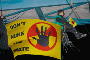 Abseilaktion gegen uranzug in Buchholz, April 2016