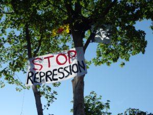 Kletteraktion gegen Repression am Amtsgericht Lingen
